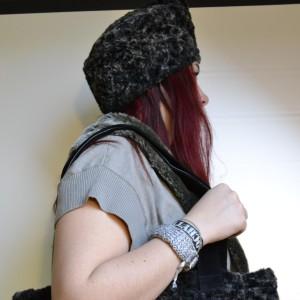 Ciemnobrązowa czapka ze sztucznego futra